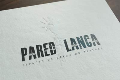 Logotipo Pared Blanca